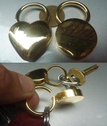 台灣製外銷德國_黃金色鑰匙鎖頭/圓形愛心型鑰匙圈鎖頭~高貴不貴,可當來店禮品/贈品/婚禮小物~清倉價15元,1打150元