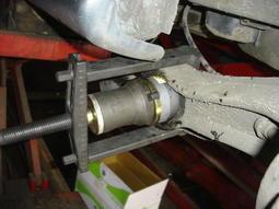 三重保修 HONDA K6 K8 CRV 強化型後搖臂鐵套(牛腳)一個300.2邊2500含定位完工.特殊工具施工