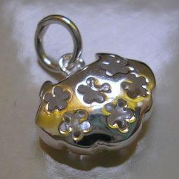 琥珀貓~925純銀飾品~吉祥墜飾~N8687~鏤空梅花鎖片~一個