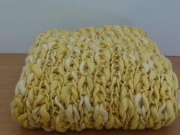 【芳格子手工】 純手工圍巾 鵝黃金 時尚跟復古之間游走的魅力此款使用親膚性毛線原價1900元  純手工製作