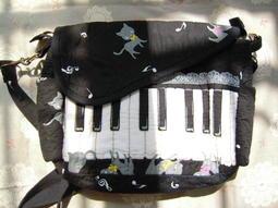 ***命運本家***~~日本拼布手工包(貓在鋼琴上昏倒了)~~