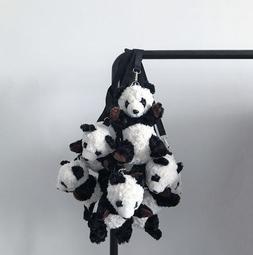 【黑店】超可愛絨毛熊貓包包 熊貓斜背包可愛熊貓腰包 超吸睛造型包