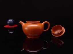 名家精緻朱泥茶壺,高級工藝師,陳夕良精心製作稀有黃金朱泥壺(掇只),約120cc,聲音清脆,特價 25000元,(附證書